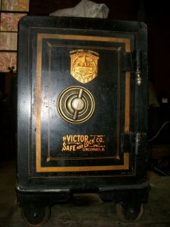 ANTIQUE VICTOR SAFE AND LOCK COMPANY FLOOR SAFE 21 TALL