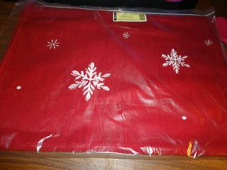 Longaberger Holiday Falling Snow Table Runner  New in package