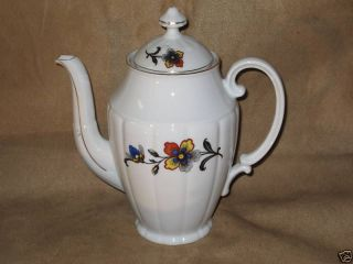 VICTORIA CHINA   CZECHOSLOVAKIA 1272   TEAPOT WITH LID