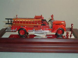 FIRE TRUCK 1938 FORD FIRE ENGINE TRUCK FRANKLIN MINT 132 MINT IN BOX