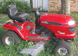Craftsman Riding Mower ~ Lawn Tractor ~ DLT 300 ~ Great Condition ~