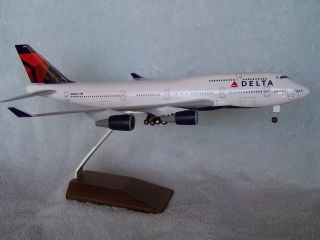 DELTA AIRLINES BOEING 747   400 DESK MODEL SKYMARKS EXECUTIVE
