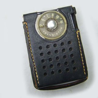 COLLECTIBLE RCA VICTOR PORTABLE TRANSISTOR RADIO WITH CASE 50s 60s