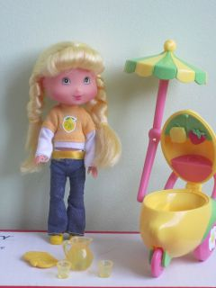 PLAYMATES STRAWBERRY SHORTCAKE 7 LEMON MERINGUE DOLL W/LEMONADE
