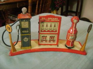 VINTAGE MARX LINEMAR TIN GAS SERVICE STATION