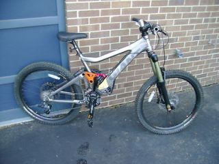 NEW 2009 Giant Glory 0 Downhill Mountain Bike w/ UPGRADED FORK
