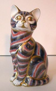 ROYAL CROWN DERBY IMARI PATTERN CAT Porcelain Figural with Gold Button