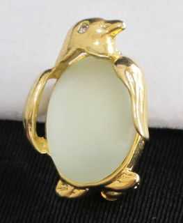 Vtg Goldtone & Frosted Green Lucite Jelly Belly Penguin Figural Brooch