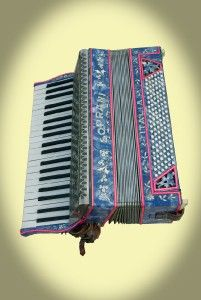 paolo soprani italia accordion with case