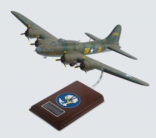 17F Flying Fortress Memphis Belle Handpainted 1 54 Scale Model