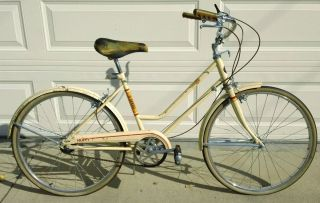 Vintage 1968 Ladies 24 Huffy Saratoga 3 Speed Cruiser Bicycle Bike