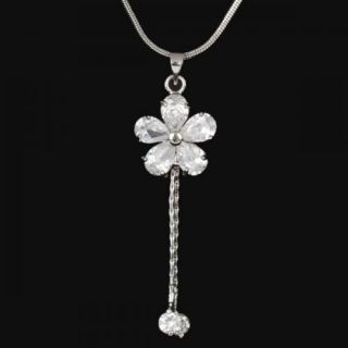 Alluring Clear Flower Fashion Necklace Pendant 18K White GP Swarovski