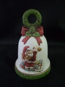 Vintage 1986 Enesco Musical Christmas Santa Wreath Bell
