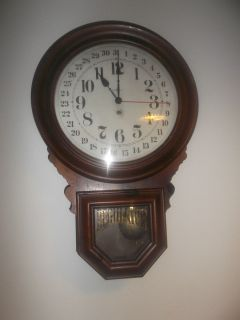 Large Antique Vintage Howard Miller Wall clock working calendar