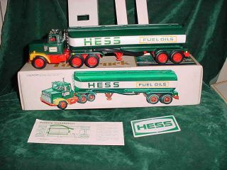 1978 HESS TRUCKS TANKER TRUCK BOX TOYS 78 WITH BATTERY CARD INSERTS