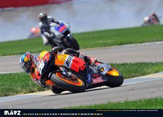 Indianapolis während im Hintergrund Ben Spies Yamaha in Rauch aufgeht