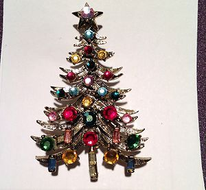 Vintage Hollycraft Rhinestone Christmas Tree Brooch Pin