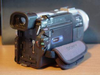 Sony Handycam DCR TRV20 Nightshot Mini DV Camcorder 3 5 LCD Memory