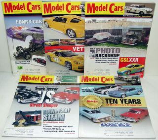 this auction includes a lot of 5 2009 model cars magazines that are in