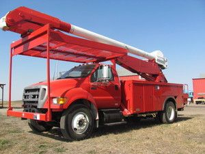2004 Ford F750 Bucket Truck with Cat C7 Engine