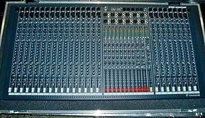 Soundcraft Spirit Monitor 2 24 Channel Mixing Board w Road Case