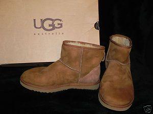 Women s Classic Mini Boots Size 8W in Chesnutt color PreOwned in box