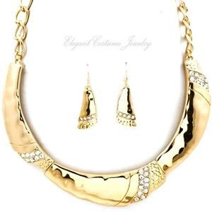 Collar in Polished Gold Tone Chunky Necklace Set Costume Jewelry
