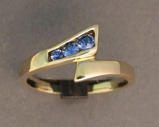 welcome cutting edge gemstones yogo sapphire 10kt yellow gold ring