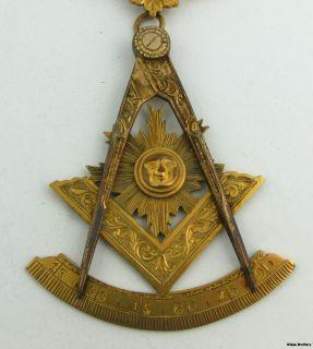 Blue Lodge Masonry   Past Master Medallion Gold Filled Masonic Badge