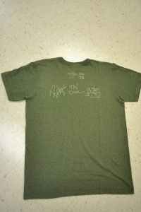 AUTHENTIC HARD ROCK CAFE T SHIRT. T SHIRT HAS GREEN DAY ON THE FRONT