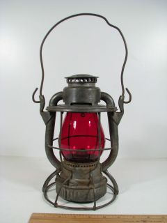 Antique N Y C S New York Dietz Vesta Railroad Lantern w N Y C R R Red