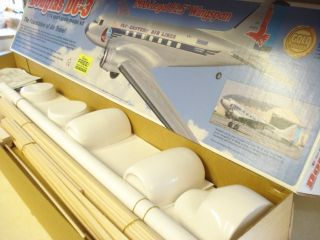 TOP FLITE DOUGLAS DC 3 R/C MODEL AIRPLANE KIT **