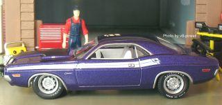 1971 Dodge Hemi Challenger R T Opening Hood w 426 V8 RRs 1 64 Diecast
