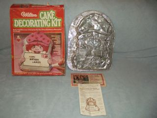 VINTGAE WILTON CAKE DECORATING KIT STRAWBERRY SHORTCAKE CAKE PAN MOLD