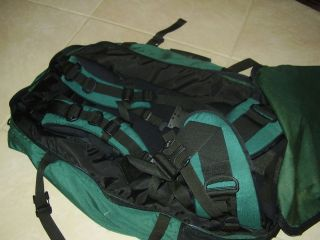Eagle Creek Travel Gear Camping Hiking Traveling Backpack Green Black