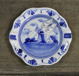 Delft Blue Hand Painted Holland Ashtray with 2 Small Shoes