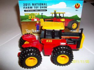 Ertl 1 64 farm toy tractor Versatile 935 with duals 2011 National Farm