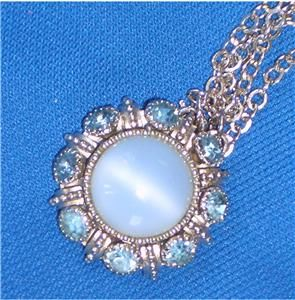 LOVELY VTG AVON BLUE GASS MOONGLOW CAB & RHINESTONE PENDANT NECKLACE