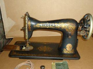 Vintage Antique Singer Sewing Machine 1911 Model 15