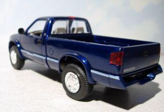 1996 GMC Sonoma SLS Chevrolet Pickup Truck 1 24 Dealer Promo