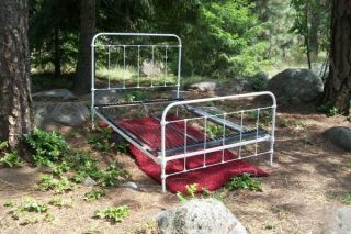 Antique Iron Bed Frame w Springs