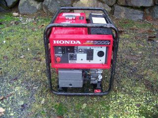 Honda EB3000C Cyclo Convertor 3000 Watt Generator Quiet and
