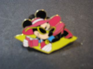 Disney Trading Pin Minnie Mouse Sunning on Beach Towel