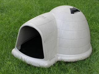 Extra Large Dog House, Igloo shaped, Fits very large dogs or several