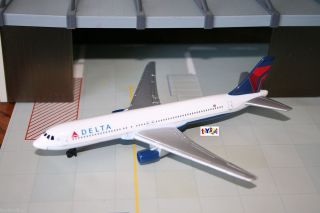 RT Delta Airlines Airplane Boeing 767 diecast 1 375 Scale New Livery