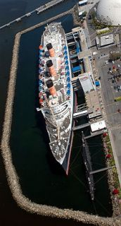 Overhead view of RMS Queen Mary docked at Long Beach in 2008