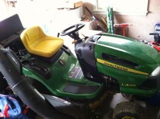 John Deere La 105 Riding Lawn Mower