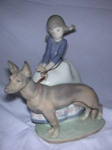 Lladro not So Fast 1533 Mint Dog Pulling Girl