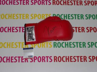 JULIO CESAR CHAVEZ auto signed Everlast Leather Right Boxing Glove PSA
