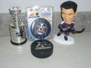 VINTAGE NHL HOCKEY LOT KARIYA FIGURE STANLEY CUP PUCK ROADRUNNERS